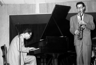 Dave_Brubeck_and_Paul_Desmond_at_Birdland__Marcel_FleissAG335