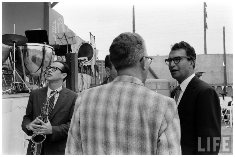 dave-brubeck-at-the-monterey-jazz-festival-backstage-nat-farbman-1958 (1)